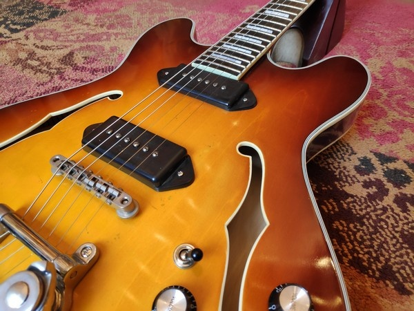Eastman Eastman T64/v-GB Gold Burst Varnish w/Bigsby