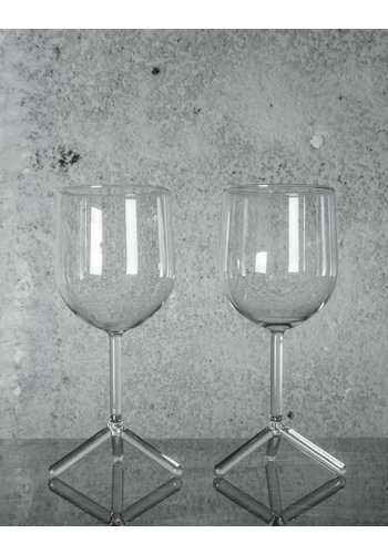 MAARTEN BAPTIST tripod white wine glasses