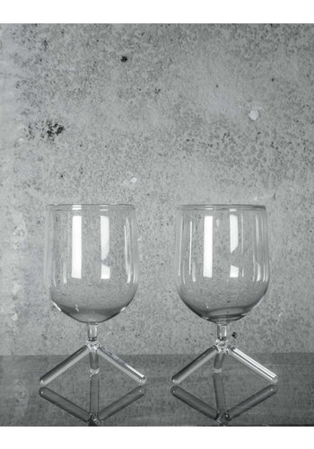 MAARTEN BAPTIST tripod water glass