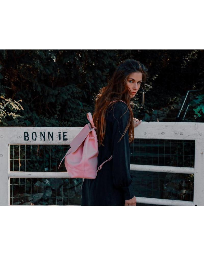 MEET BONNIE