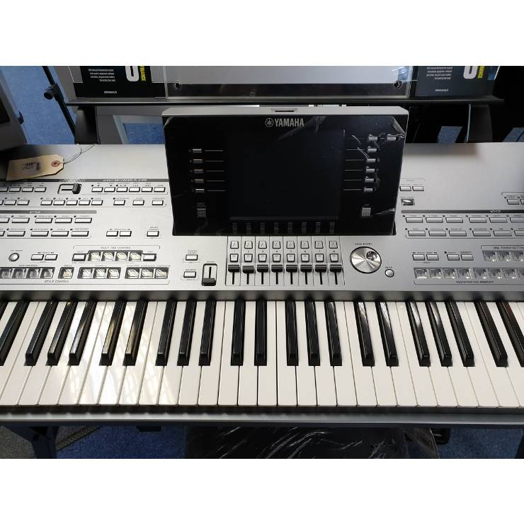 Yamaha Yamaha Tyros 5 with Speakers (Used)