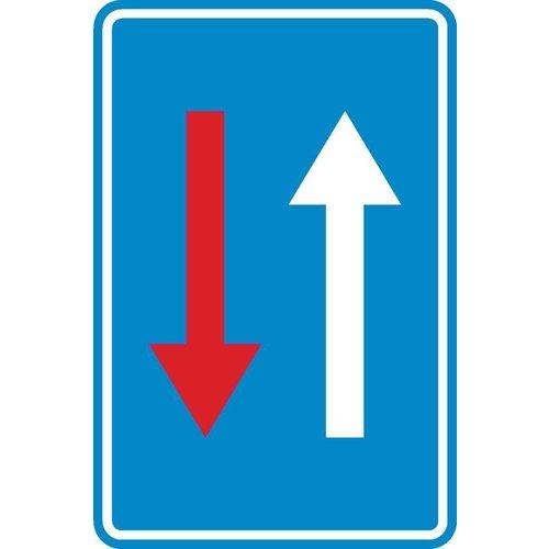 Panneau C18: Priorité par rapport à la circulation venant en sens inverse