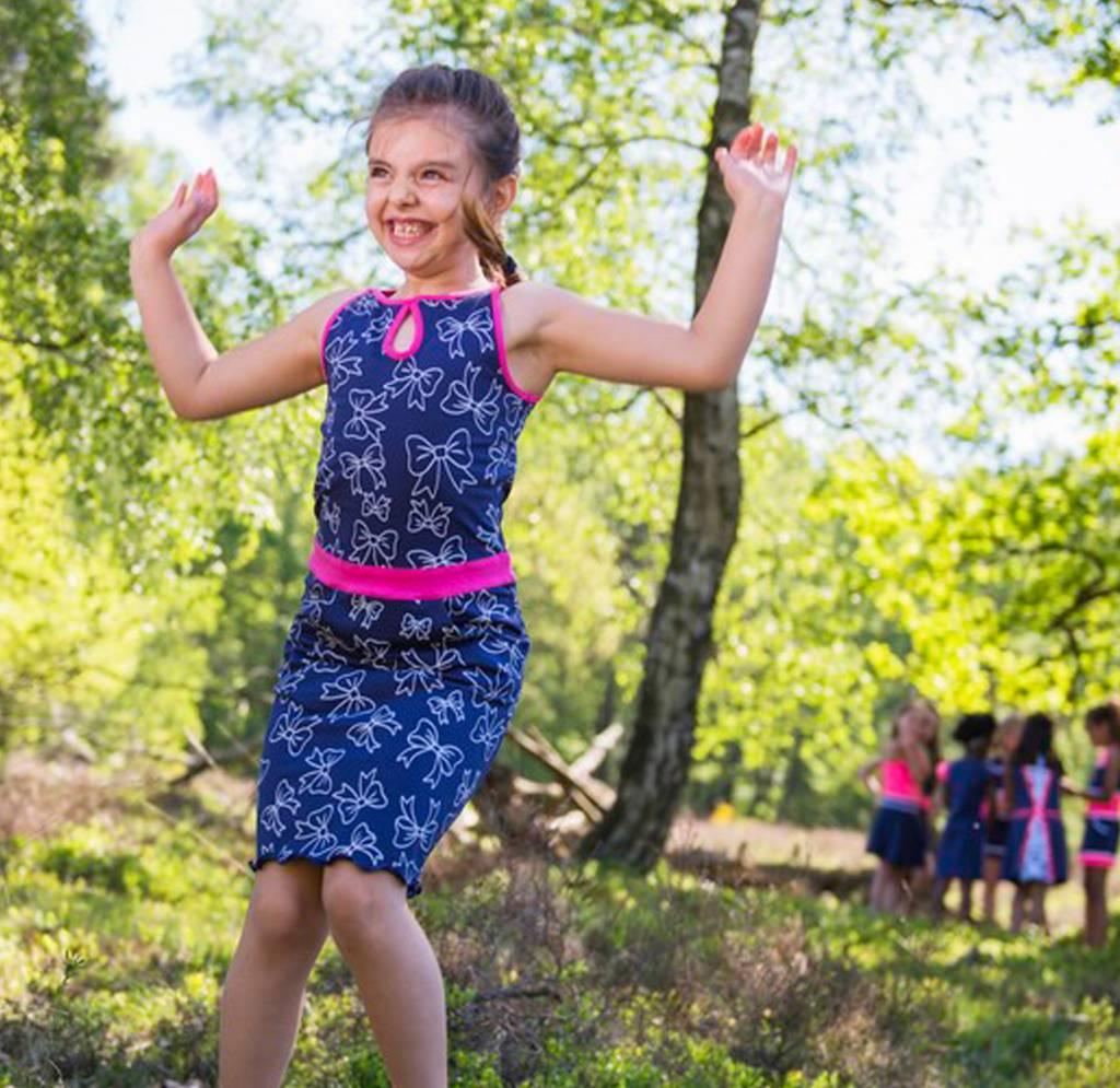 LoFff Midi jurk blauw met neon pink van  LoFff