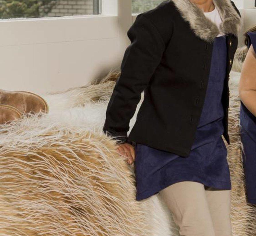 Blauw suede jurkje uit de wintercollectie van Soekartien