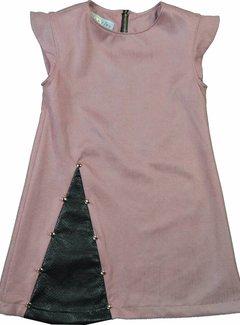 Soekartien -hand made  SPECIAL PRICE: Roze suède jurkje met zwart leren inzet