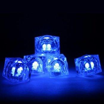 Leuchtende Eiswürfel blau