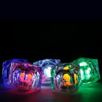 Leuchtende Eiswürfel mehrfarbig