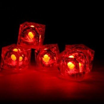 Leuchtende Eiswürfel rot