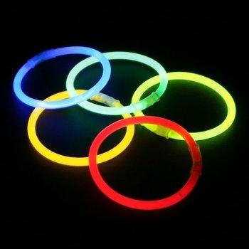 GlowFactory Knicklicht-Armbänder in verschiedenen Farben.