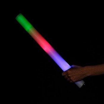 LED-Schaumstoffstäbe mehrfarbig / Leuchtende Schaumstoffstäbe in Regenbogenfarben