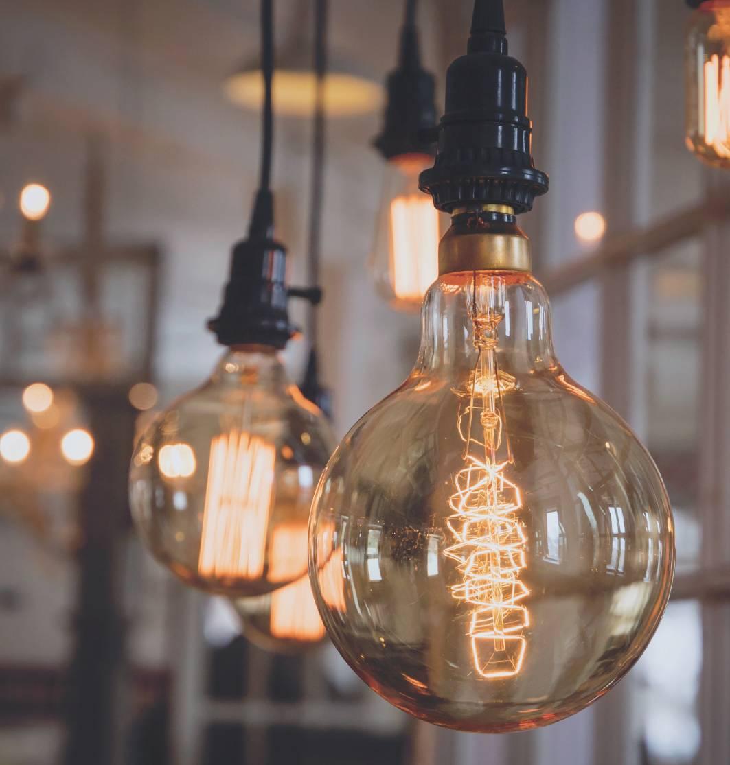 Zelf lamp maken met onze strijkijzersnoeren, fittingen en plafondkappen