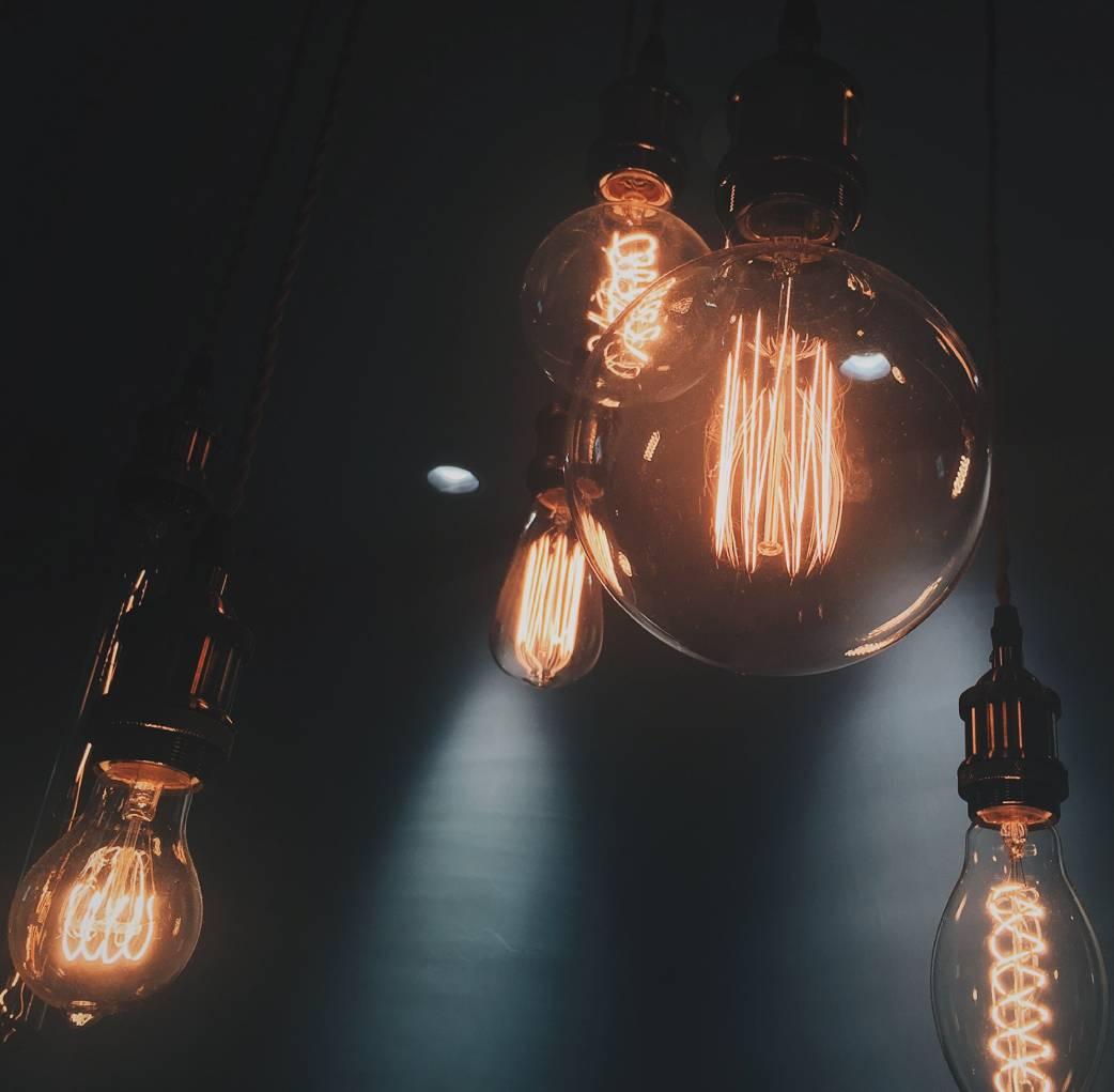 Machen Sie Ihre eigene Lampe mit unseren Textilkabel und Beleuchtungszubehör