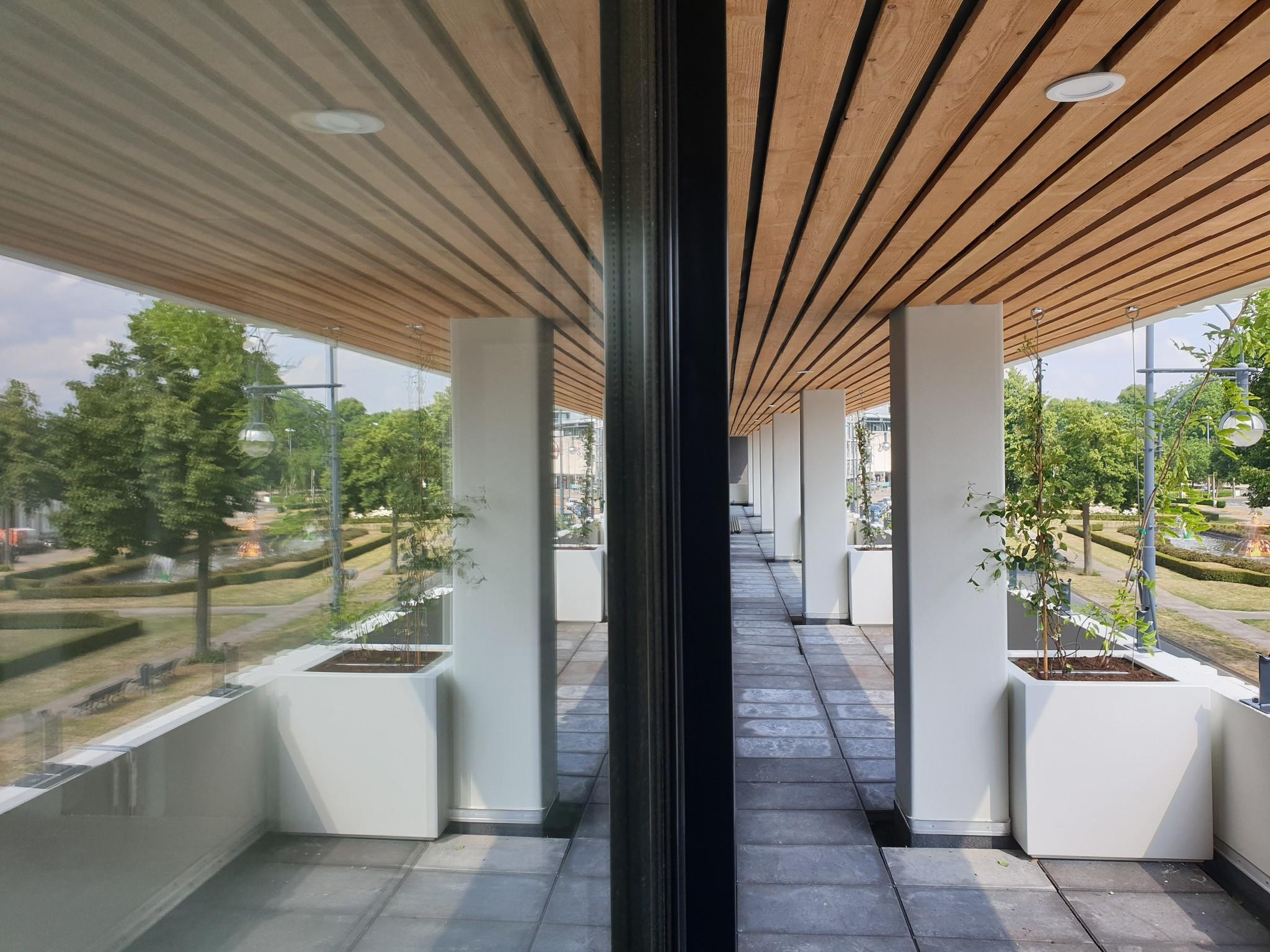grote witte vierkante plantenbak balkon