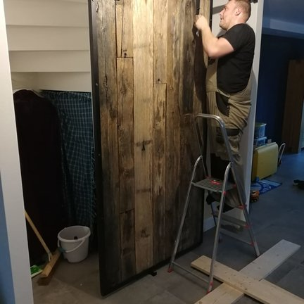 Schuifdeuren monteren voor trapgat