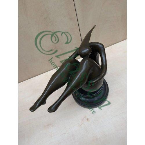 Eliassen Bronzen beeld Dikke vrouw relax 1