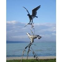 Paar vogels op boomstronk arenden exclusief