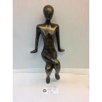 Bronzen beeldje Zittend meisje