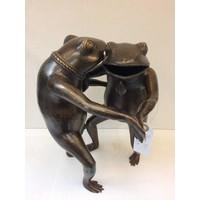 Bronzen beeld Dansende kikkers