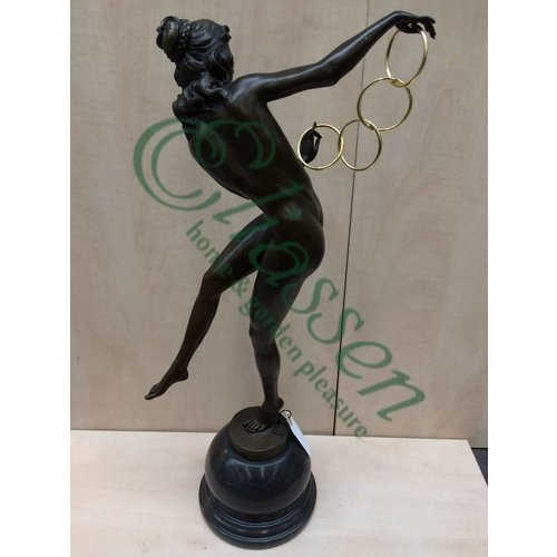 Beeld brons Dame met ringen