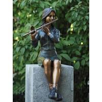 Bronzen beeld zittend meisje met fluit