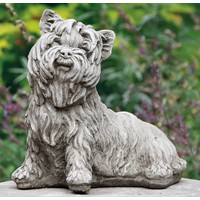 Tuinbeeld Yorkshire Terrier hond