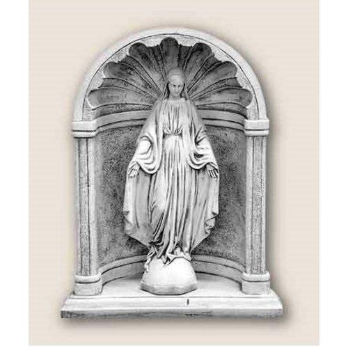 Tuinbeeld maria in kapel