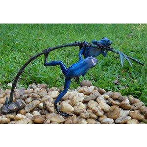 Eliassen Bronzen beeld twee blauwe kikker aan een twijg