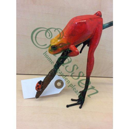 Eliassen Beeld brons rode kikker aan twijg