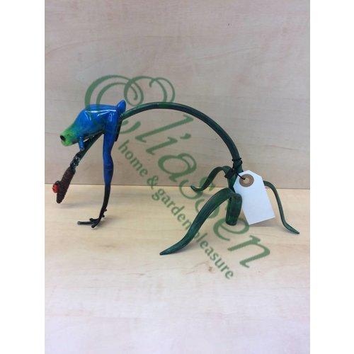 Eliassen Beeld brons blauwe kikker aan twijg