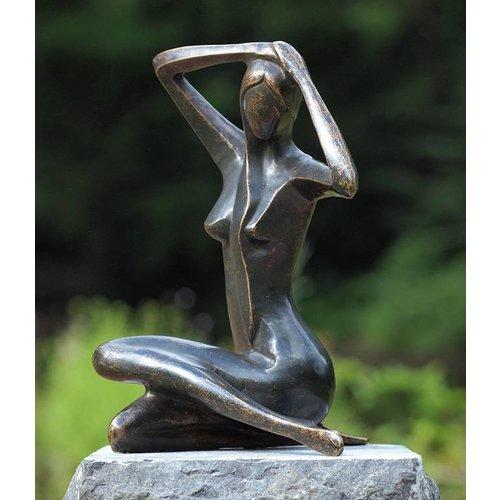 Eliassen Beeld brons kleine zittende vrouw