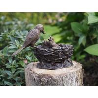 Beeld brons staand vogelnestje bruin