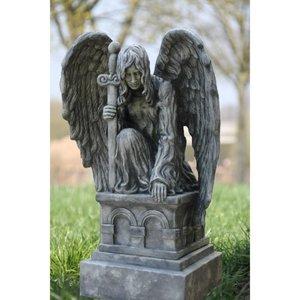 Eliassen Tuinbeeld knielende engel op sokkel
