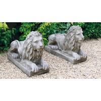 Tuinbeeld fantasy liggende leeuw links