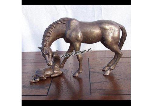Beeld brons paard met veulen