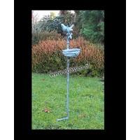 Tuinsteker brons met vogelvoederbakje