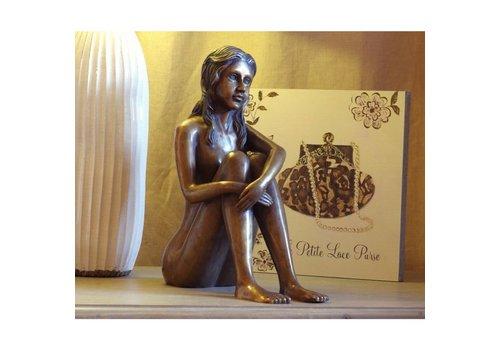 Beeld brons zittende vrouw naakt