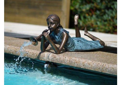 Spuitfiguur brons meisje met fluitje