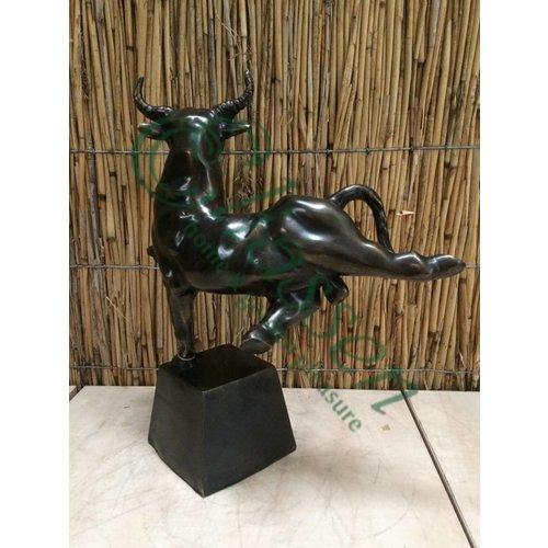 Bronzen stier op 1 poot