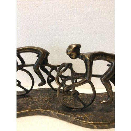 Bronzen wielrenners peloton