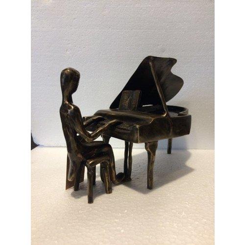 Bronzen pianist 2