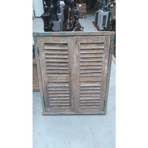Eliassen Oud raam mediterraan  met luiken en spiegel