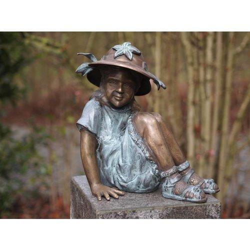 Beeld brons groot meisje met hoed