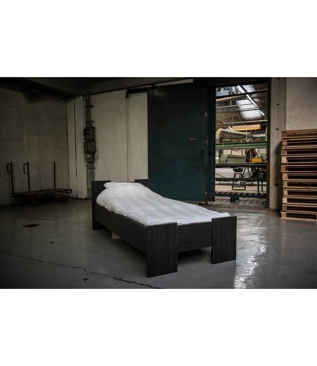 BEUK Bedframe 140X200 cm - Incl Middenbalk - Zwart - Wouw