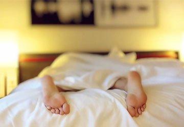 Nooit meer koude voeten!  Bed 210 en 220 -  BEUK | Meubels