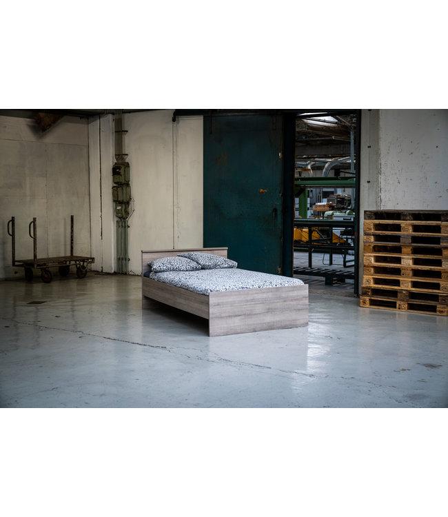 BEUK Bedframe 160X200 cm - Incl. Middenbalk - Donker Grijs Hout - Bavel