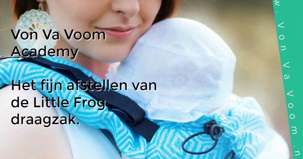 Het fijn afstellen van de Little Frog draagzak die met je kindje meegroeit.