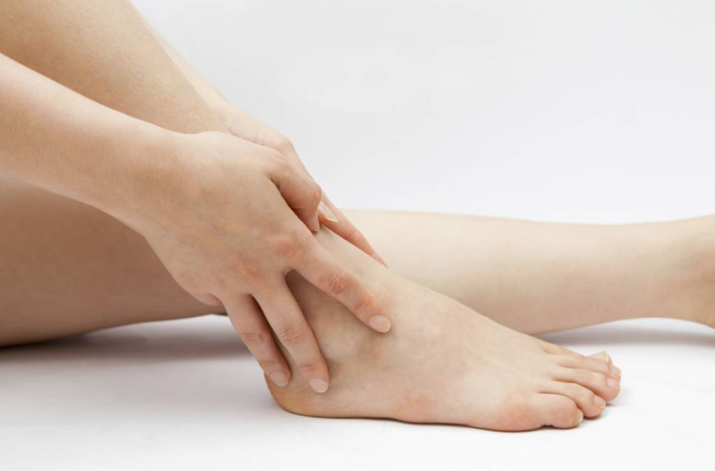 Any discomfort or pain on the heel or ankle: aids that heal or prevent this