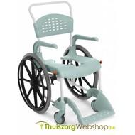 Chaise roulante pour douche Etac avec des grandes roues