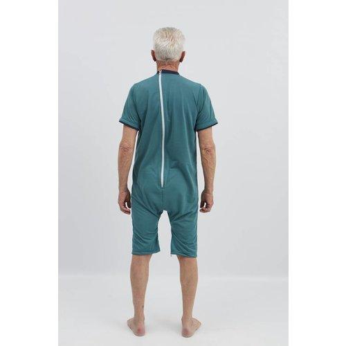 Groene pyjama met ritssluiting op de rug en tussen de benen