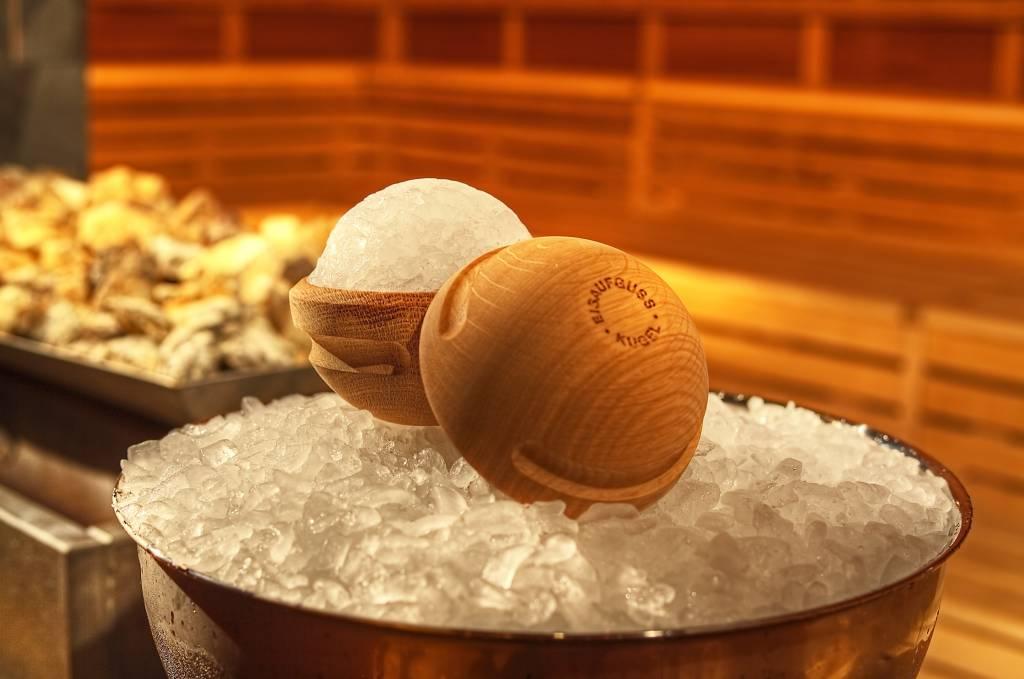 IJsballen maken voor heerlijke geuren in de sauna